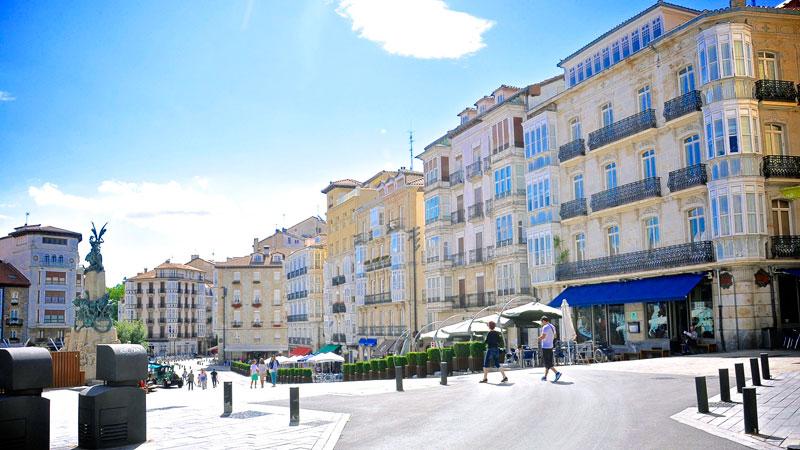 """Mercado de la Almendra (""""Almond Market""""). Apartamentos Divan Vitoria Gasteiz  ... 5007f8d725d9e"""