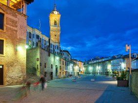 Al pensar en Vitoria-Gasteiz vienen a la mente su casco medieval, su espectacular anillo verde que envuelve la ciudad, su catedral milenaria o su mundialmente reconocido Festival de Jazz.
